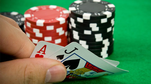 How to maintain perfect surroundings to play online poker games peacefully?
