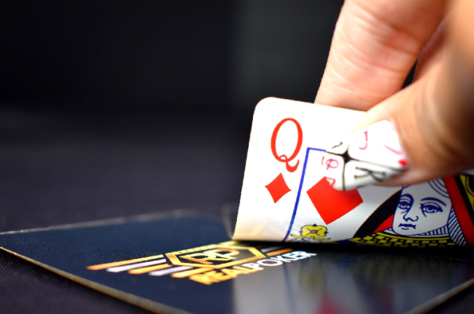 Various Attributes And Benefits Of Poker Gaming Online