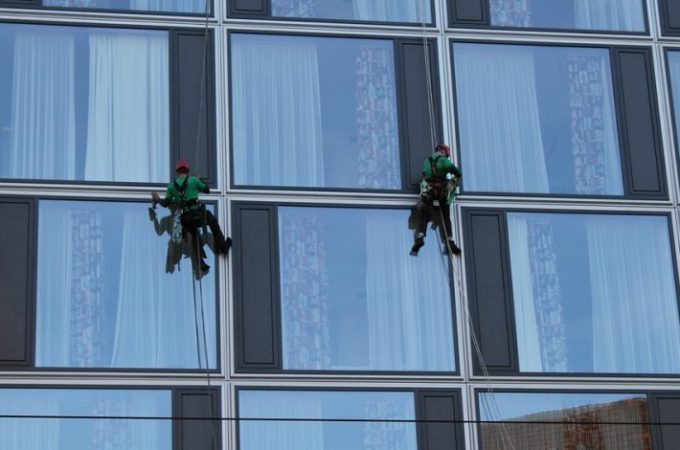 Advantages of Hiring Window Cleaning Services