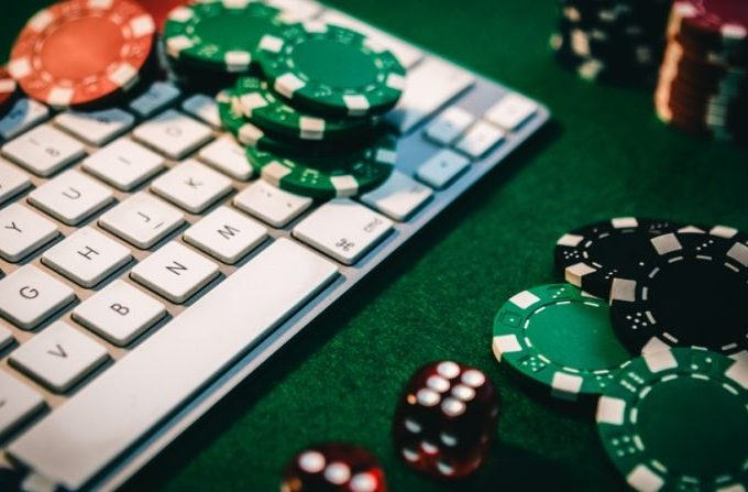Benefits of Playing on an Online Casino