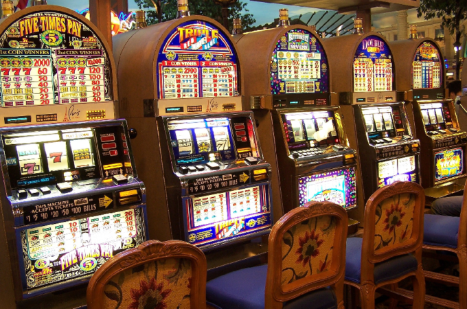 Advantages of Playing Slot Machine Games Online