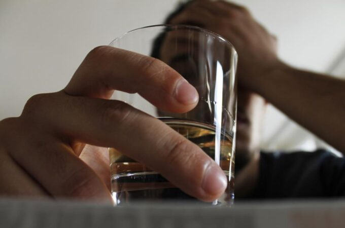 What Are The Symptoms That Arise In The Body By The Continuous Of Alcohol?
